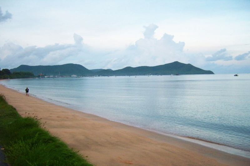 bang saray beach chonb - 850×567