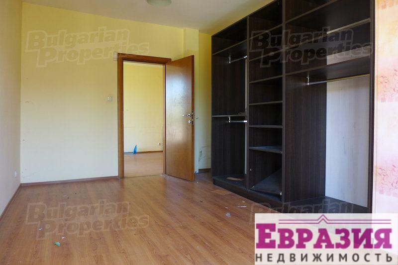 Трехкомнатная, частично меблированная квартира в Софии - Болгария - Регион София - София, основное фото